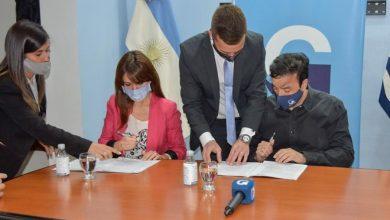 Photo of El Gobierno Provincial y el Municipio de Río Gallegos firmaron un convenio para ordenar la oferta turística.