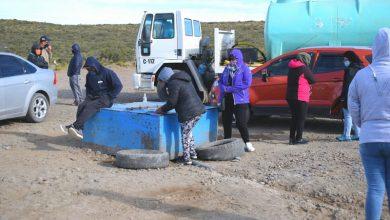 Photo of Caleta Olivia, Protesta por el agua: esta mañana el cargadero fue tomado por vecinos del barrio Bicentenario.