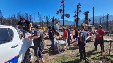 Photo of Comenzó la distribución de los alimentos recolectados por petroleros para los damnificados de la comarca andina.
