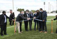 """Photo of López: """"La cancha de césped sintético es para el club y para todos los chicos de la localidad que aman este deporte""""."""