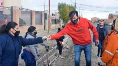 Photo of Río Gallegos, Derribando prejuicios: mujeres construyen cordón cuneta en el barrio Evita.