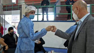 Photo of Caleta Olivia, Cotillo visitó y saludo a los trabajadores de enfermería en su día.