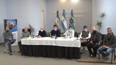 Photo of Caleta Olivia, Cotillo se reunió en Sarmiento con Intendentes del sur de Chubut por la situación del Lago Musters.
