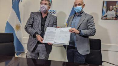 Photo of Caleta Olivia, Municipio y la UTN firmaron un convenio específico para la ejecución de proyectos de Obras de Provisión de Agua y Saneamiento Cloacal.