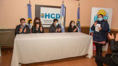 Photo of Perito Moreno: Gustavo 'Kaky' González acompañó el sorteo de 45 viviendas familiares.